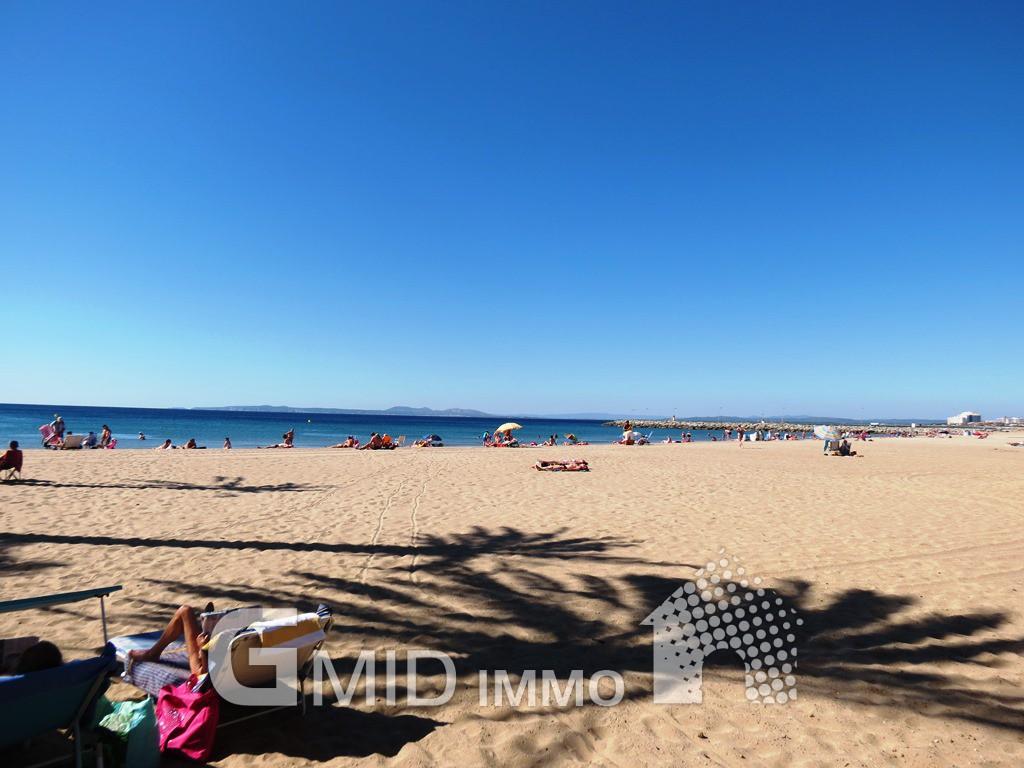 Piso reformado a 150m de la playa de santa margarita for Pisos en la playa