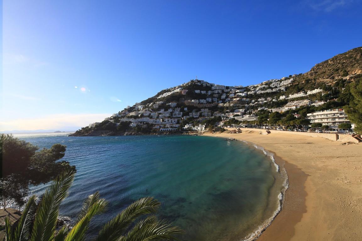Alquiler de temporada piso en la playa de canyelles roses - Inmobiliaria la playa ...