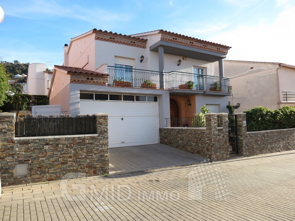 Casa en el centro y cerca de la playa de roses inmuebles gmid immo inmobiliaria en roses y - Casas en roses ...