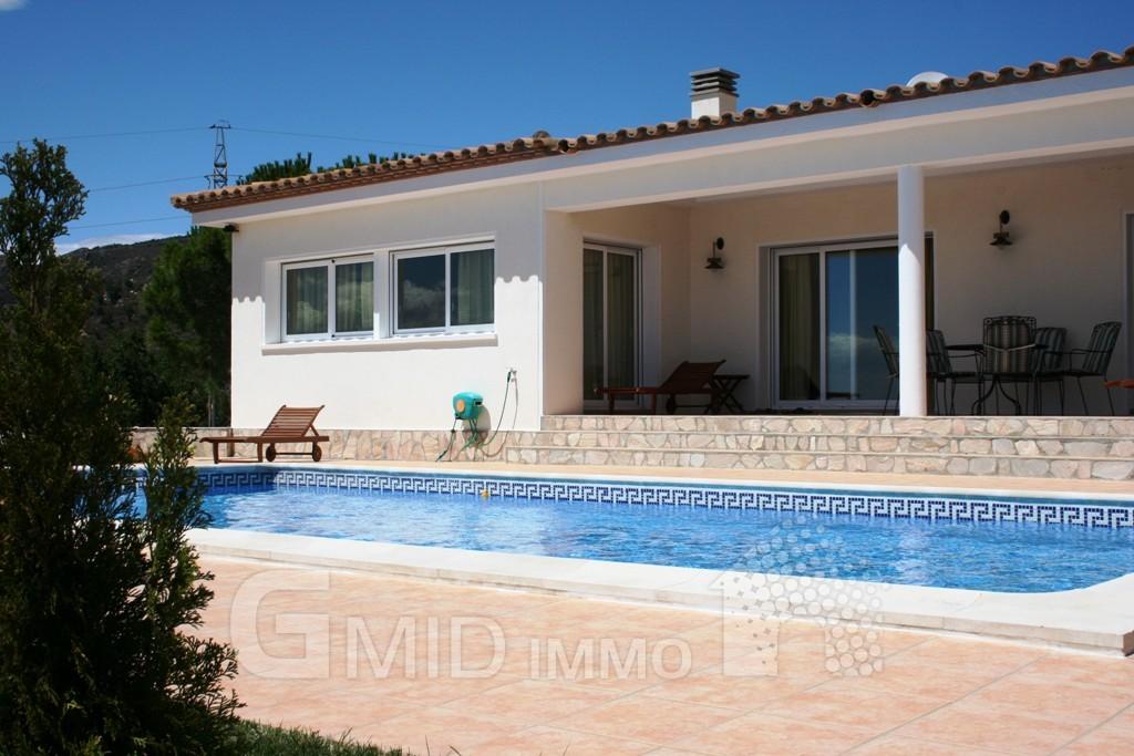 Alquiler vacacional casa con piscina en la urbanizaci n for Alquiler casas con piscina