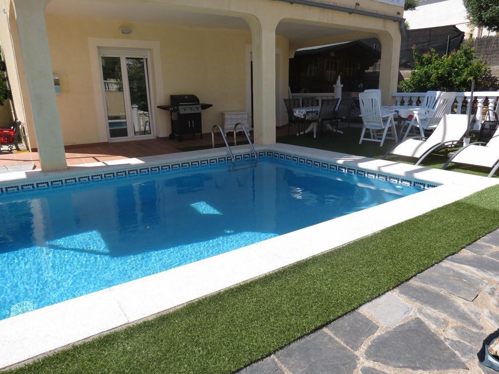 Casa con piscina en zona tranquila de roses inmuebles for Piscina roses
