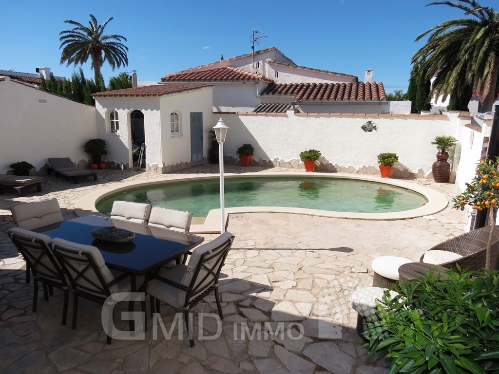 Maison de vacances avec piscine priv e au centre for Location villa costa brava avec piscine privee pas cher