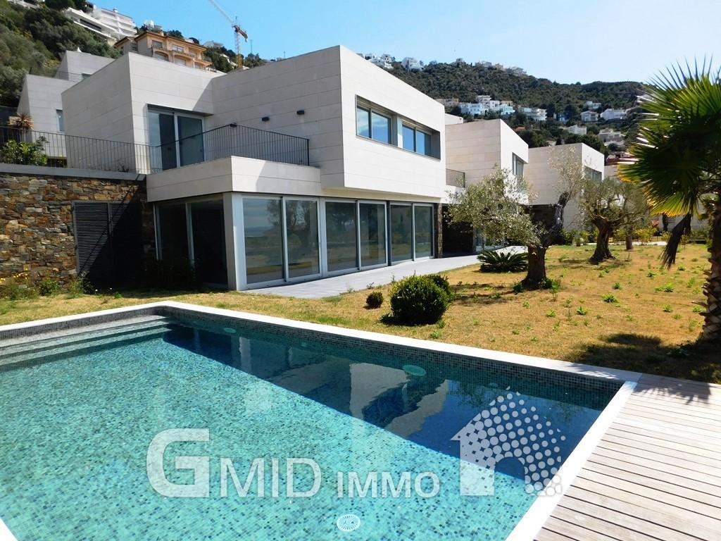 magnifique villa neuve dans la zone du port de roses espagne produits gmid immo immobilier. Black Bedroom Furniture Sets. Home Design Ideas