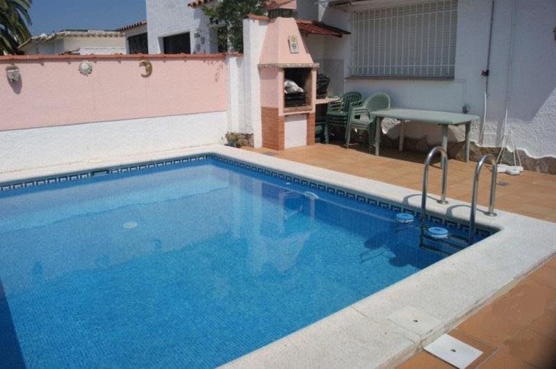 Casa a schiera 4 camere da letto, piscina nella zona ...