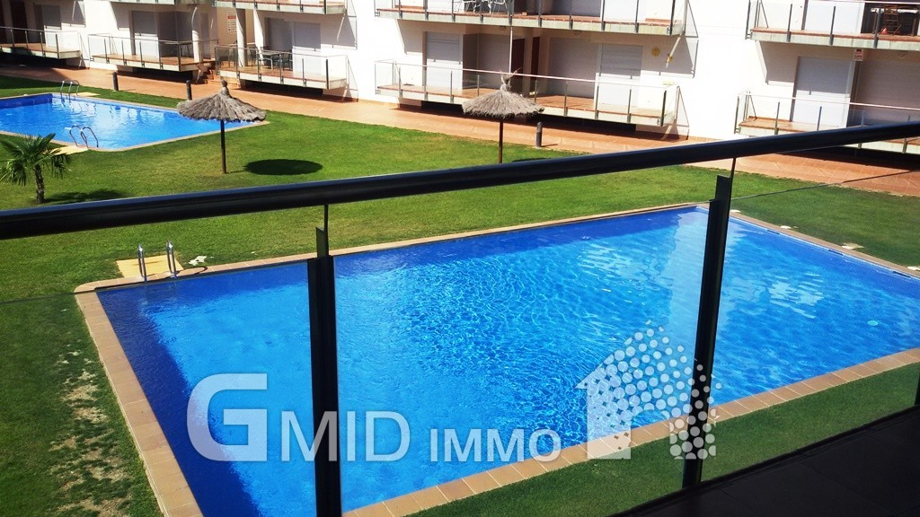 Apartamento con piscina y parking en santa margarita for Piscina roses