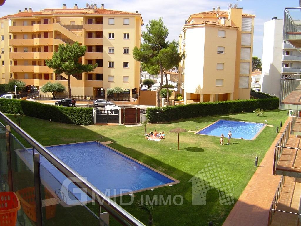 alquiler moderno piso de vacaciones con piscina y parking