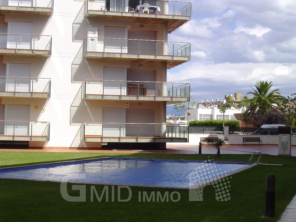 Alquiler moderno piso de vacaciones con piscina y parking for Alquiler de piscinas