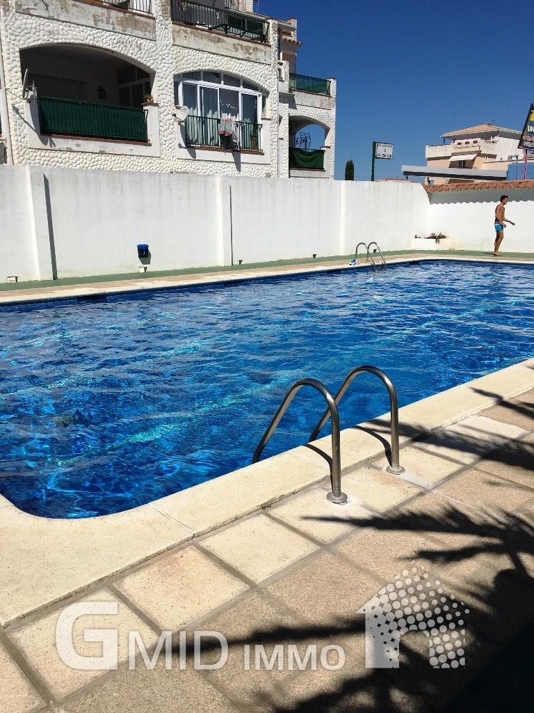 Alquiler de larga duraci n apartamento de 2 habitaciones y for Alquiler de piscinas