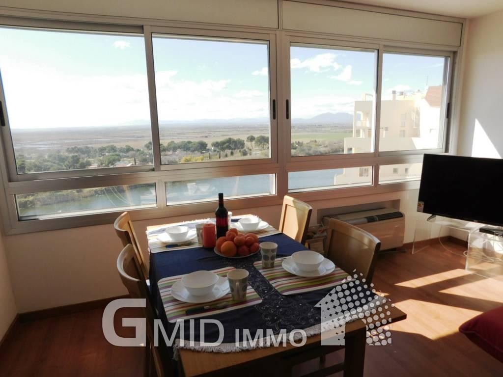 Alquiler vacacional apartamento de 2 habitaciones con for Pisos alquiler empuriabrava