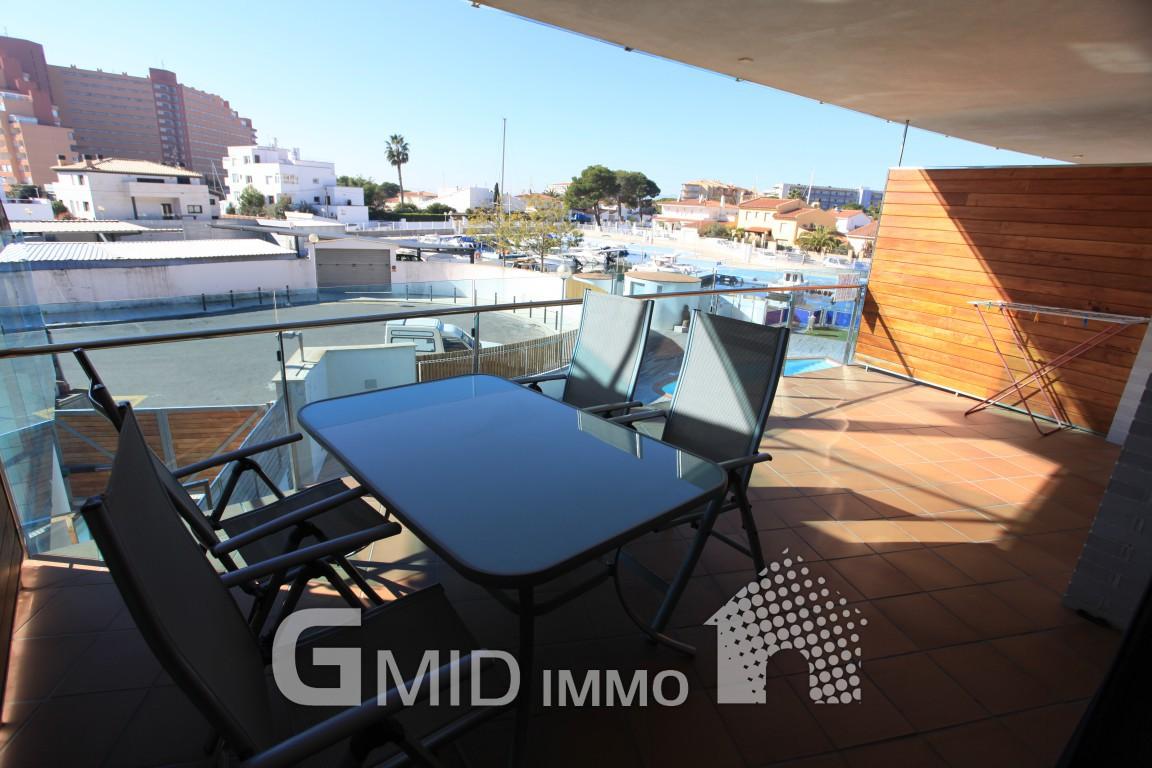 Piso con vistas al canal y piscina en santa margarita for Piscina de canal