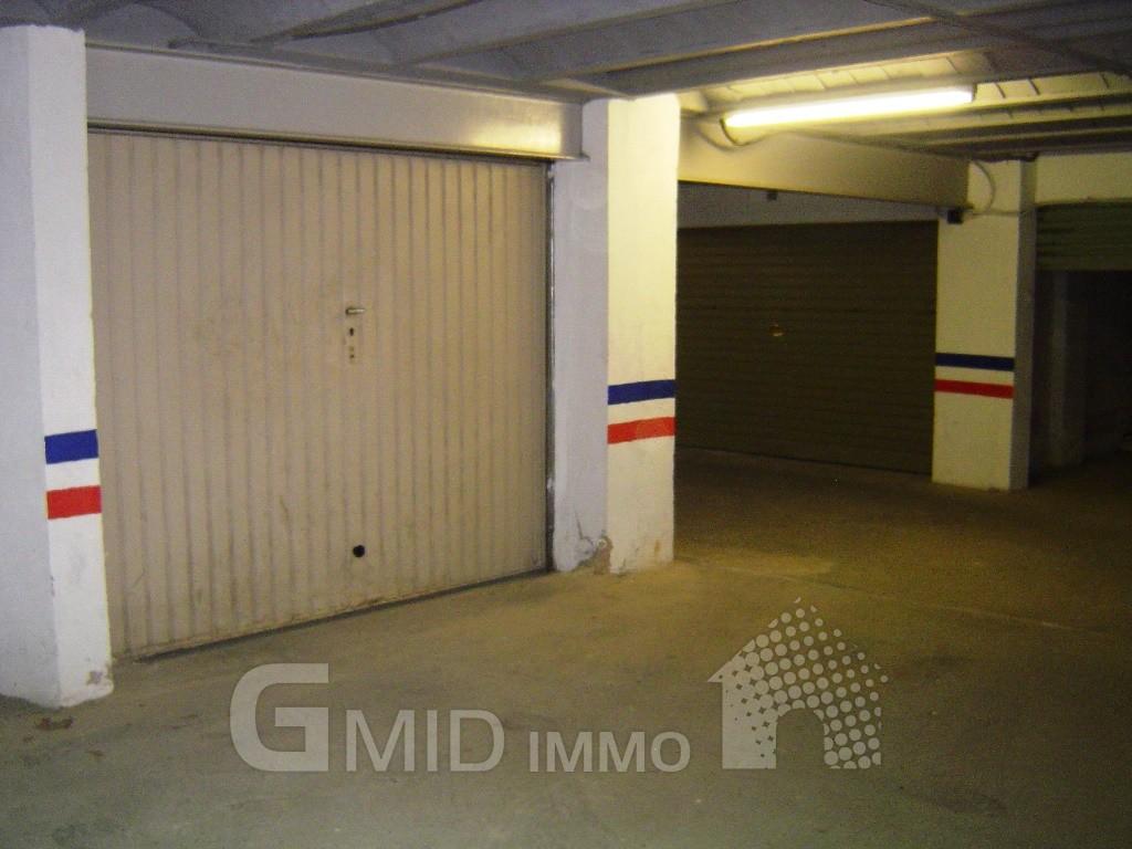 Garage Fermé Situé à Lentrée De Roses Produits Gmid Immo