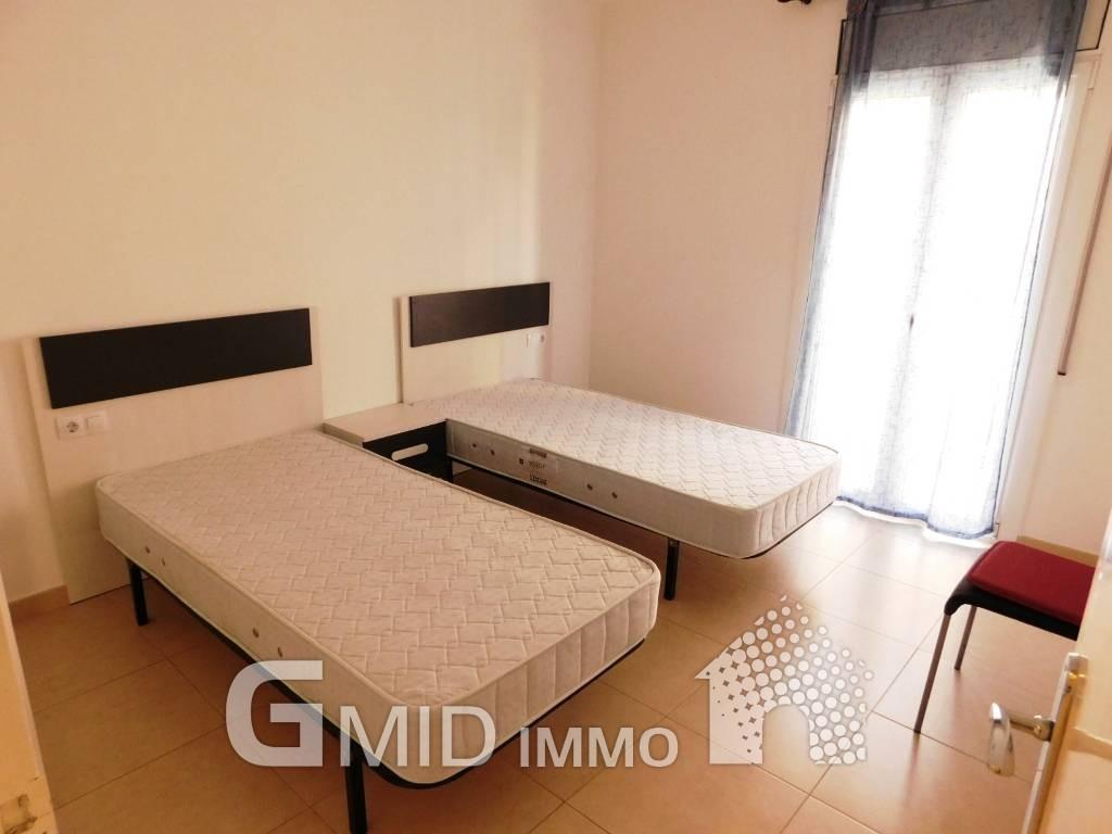 Alquiler larga estancia piso de 3 habitaciones a 50 m de for Pisos alquiler empuriabrava