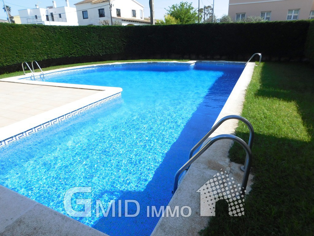 Tico totalmente renovado con piscina en roses inmuebles - Atico con piscina ...