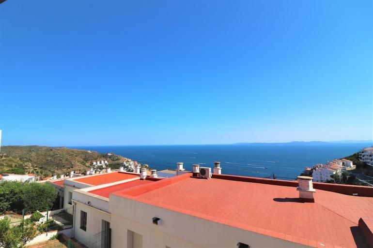 En venta apartamento de 2 habitaciones y garaje en Puig Rom, Roses Costa Brava