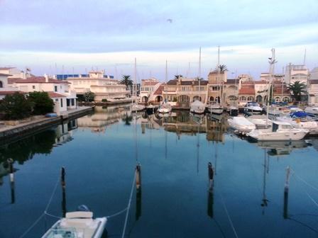Camere Da Letto Trailer.Soleggiata Casa Con 3 Camere Da Letto Ormeggio Per Barca A Vela E