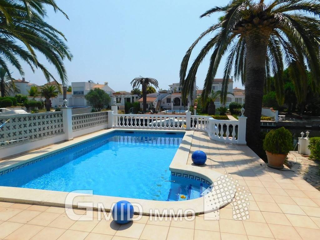 En venta casa con amarre 12 m y piscina privada en for Piscinas costa brava