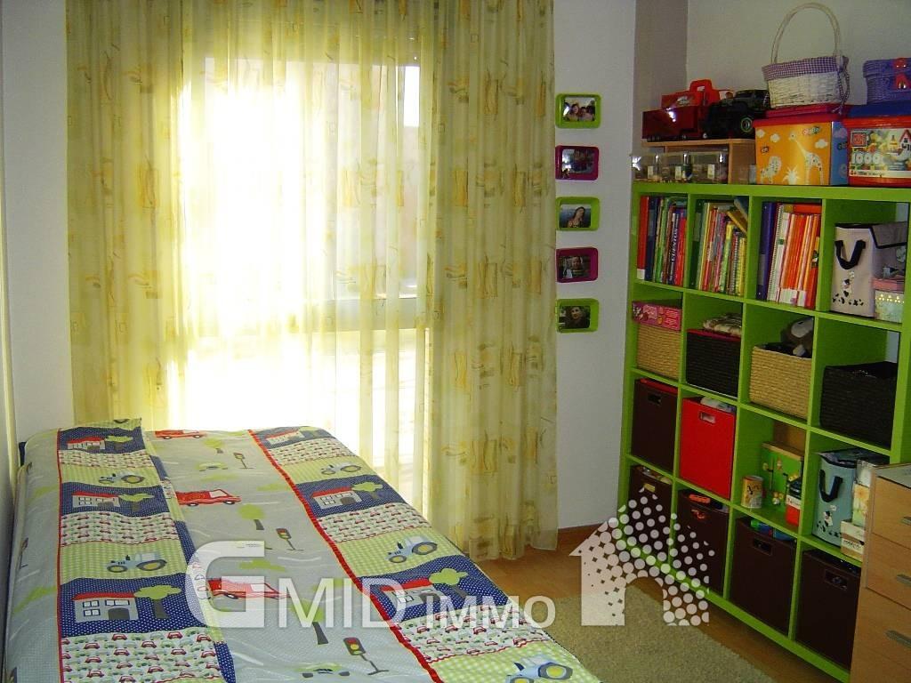 Apartamento de 2 habitaciones con piscina y parking en for Habitaciones con piscina dentro