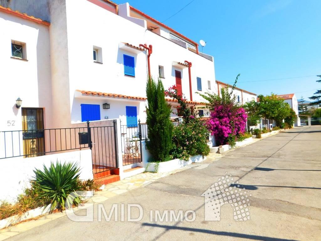 Casa de vacaciones con amarre en empuriabrava costa brava inmuebles gmid immo inmobiliaria - Casas en roses ...