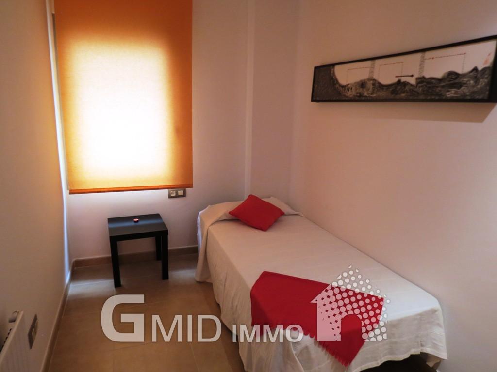 Alquiler piso de 3 habitaciones con parking en roses for Alquiler de habitaciones para 3 personas