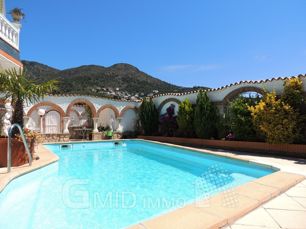 Appartement de vacances avec 1 chambre et piscine roses for Appartement avec piscine