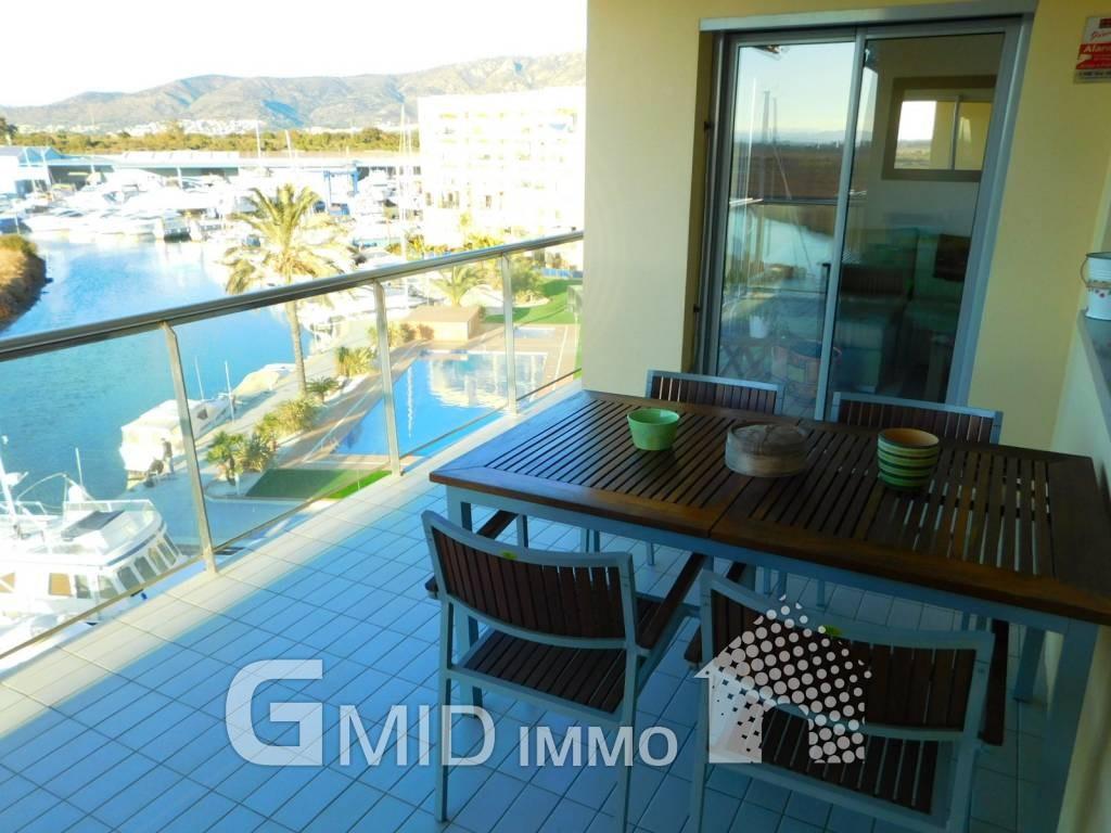 Luxus Wohnung Mit Herrlichem Ausblick, Terrasse, Parkplatz Und Stauraum,  Roses, Costa