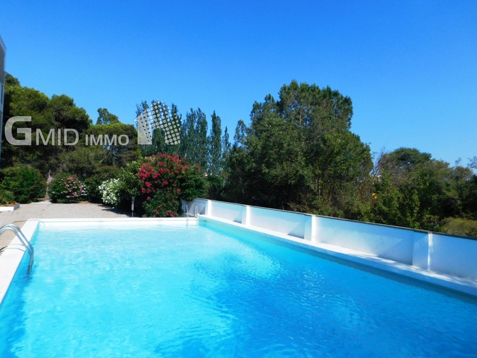 Apartamento de 3 dormitorios totalmente reformado, piscina comunitaria a 400 m de la playa Salatar, Roses