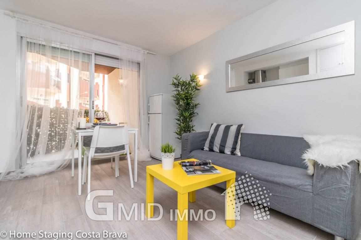 Komplett Renovierte Wohnung 50 Meter Vom Strand Von Empuriabrava