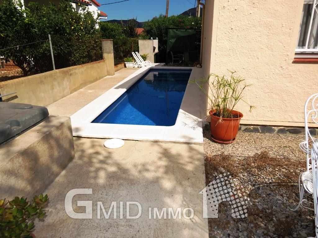 Casa en planta baja con piscina y garaje roses costa for Piscina roses