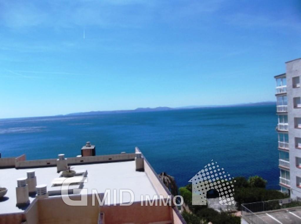 Piso con vistas al mar en roses costa brava inmuebles for Pisos con vistas al mar