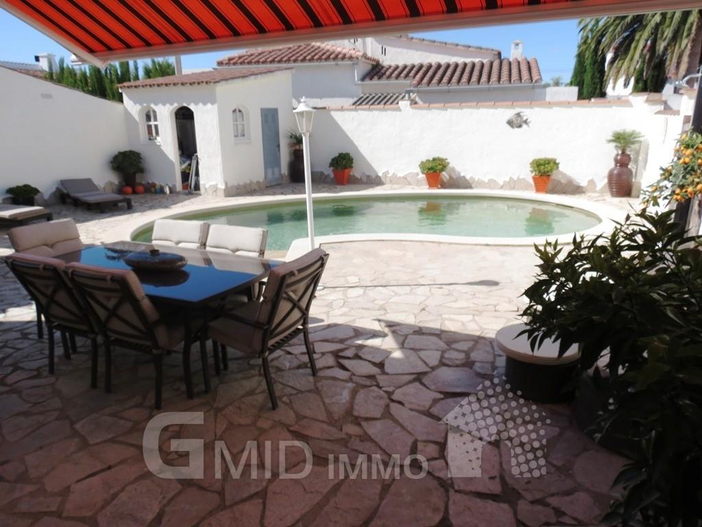Casa de vacaciones con piscina privada en centro de for Casas con piscina privada para vacaciones