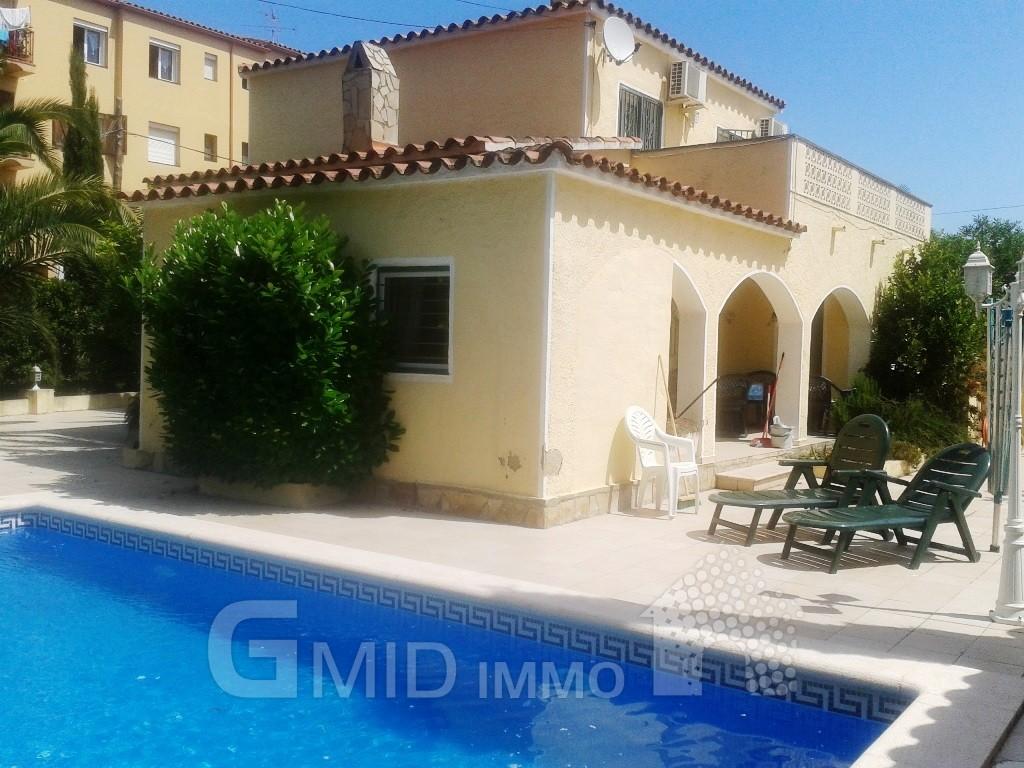 Alquiler casa con piscina privada en empuriabrava for Alquiler casa con piscina granada