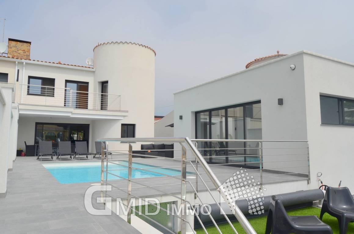 Villa de lujo al canal con 4 dormitorios piscina y amarre - Villa de luxe minorque esteve estudio ...