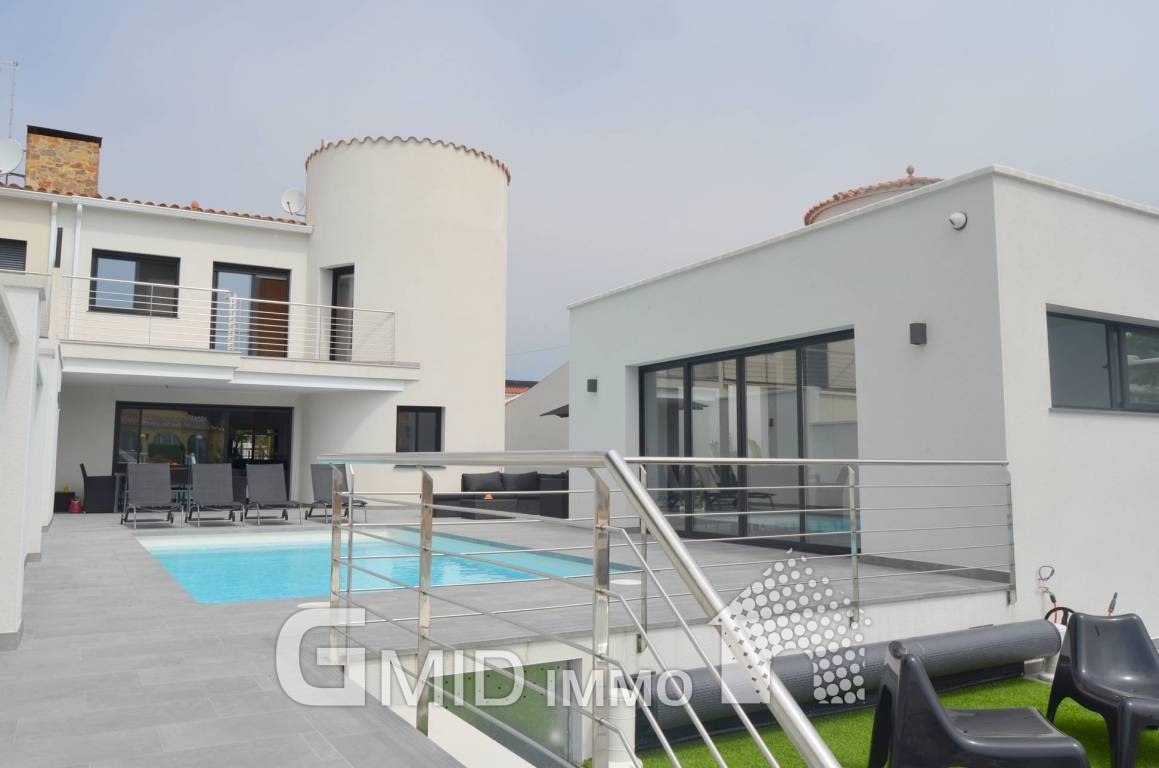 Villa De Luxe Avec 4 Chambres, Piscine Et Amarre Empuriabrava, Costa Brava