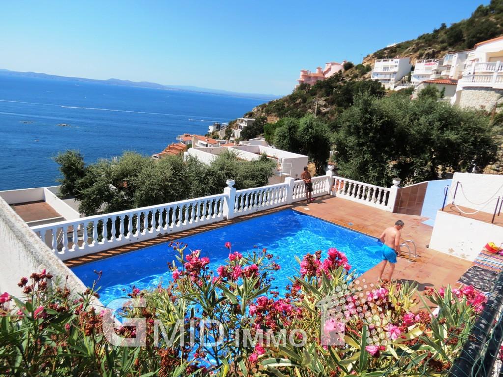 Appartement de vacances avec piscine canyelles roses for Appartement piscine