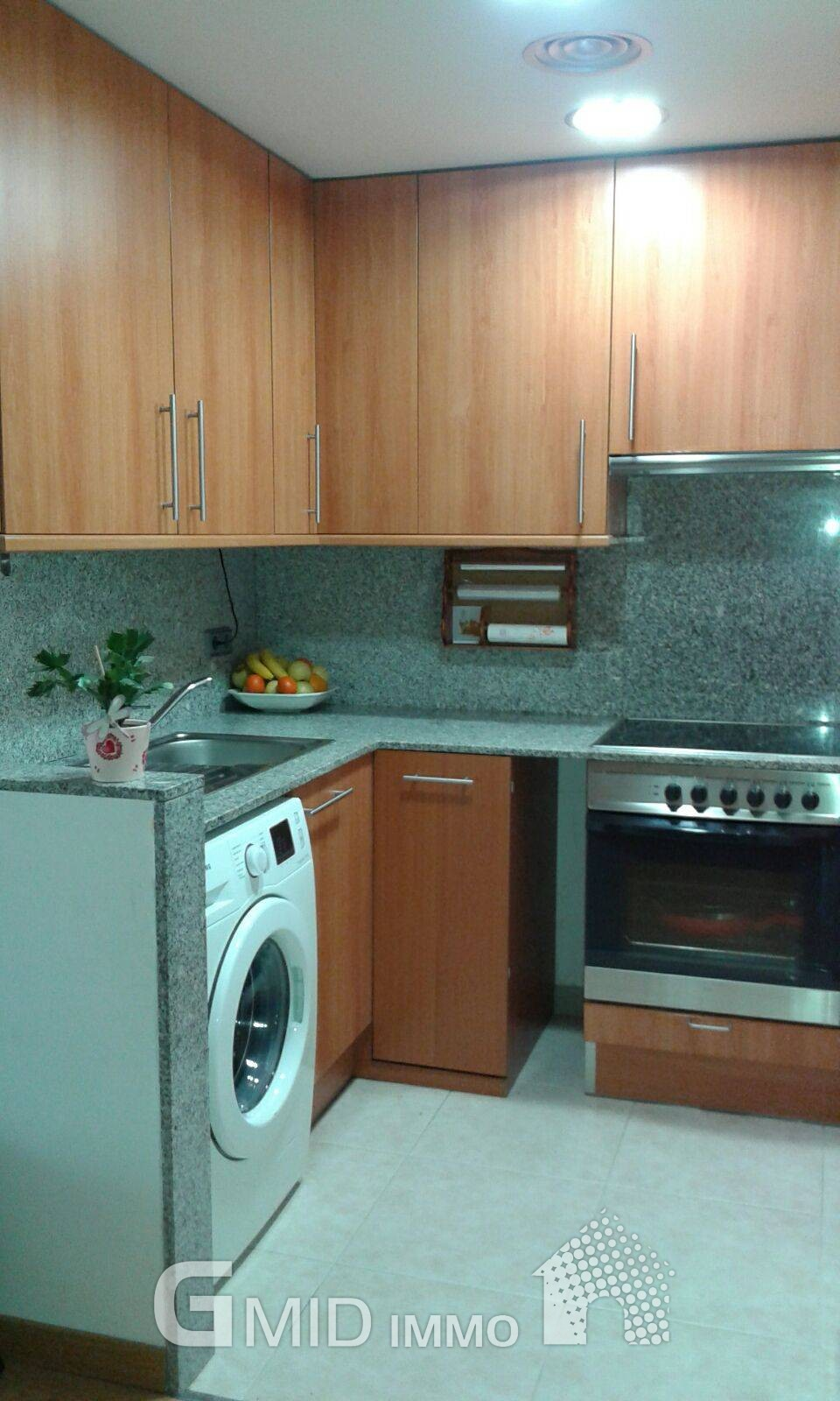 Apartamento de 2 habitaciones con piscina y parking en for Pisos alquiler empuriabrava