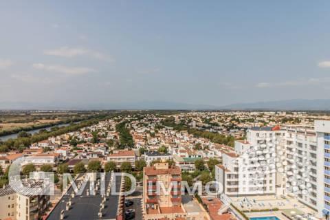 En venta apartamento de 2 dormitorios en primera linea de la playa en Empuriabrava