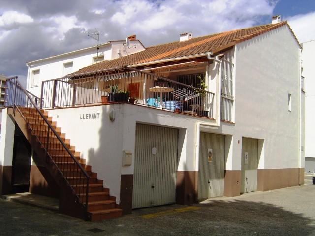 En venta piso duplex con garaje a pocos metros de la playa en Salatar, Roses, Costa Brava