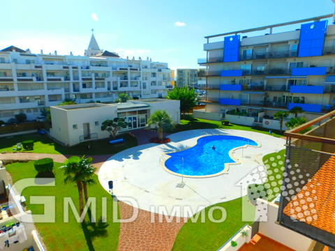 En venta moderno piso de 2 habitaciones con piscina Santa Margarita, Roses