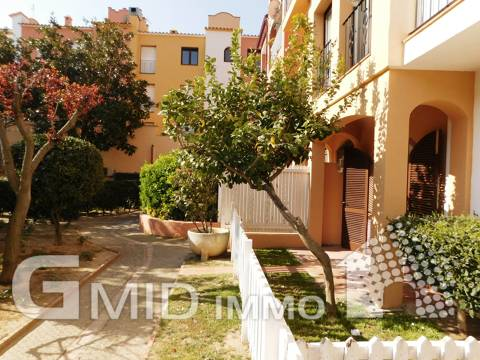 For sale 1 bedroom apartment with communal pool in Empuriabrava, Costa Brava