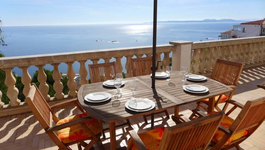 Verkauf von Haus mit 3 Schlafzimmern mit herrlichem Meerblick in Canyelles, Roses, Costa Brava