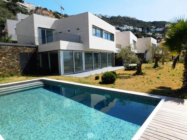 Magnifica villa nueva en zona del puerto de Roses, España