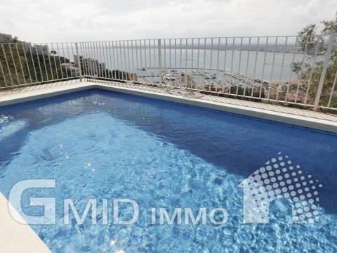 Excepcional villa con impresionantes vistas al mar, piscina y garaje en Roses Costa Brava