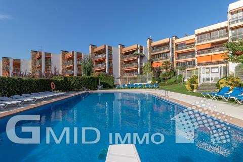 Venta piso de 3 habitaciones con parking y piscina en Roses, Costa Brava