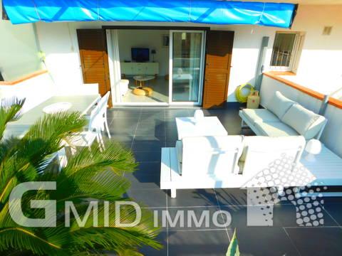 Appartamento vicino alla spiaggia con bella terrazza, parcheggio, vista sul mare a Salatar, Roses