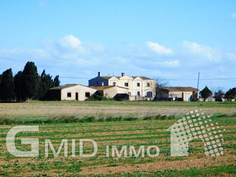 For sale rustic house with large land located near Figueres, Costa Brava
