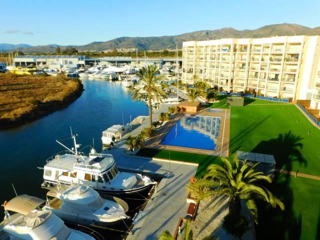 Appartement de standing avec vue imprenable, terrasse, débarras, parking et piscine, Santa Margarita, Roses, Costa Brava