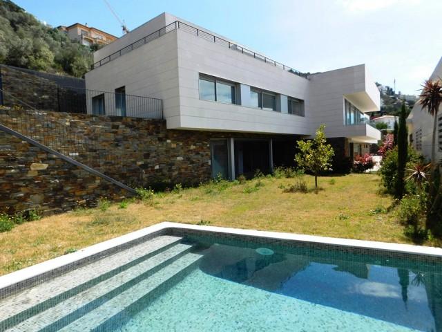 Fabulosa villa nueva en zona del puerto en Roses, Costa Brava