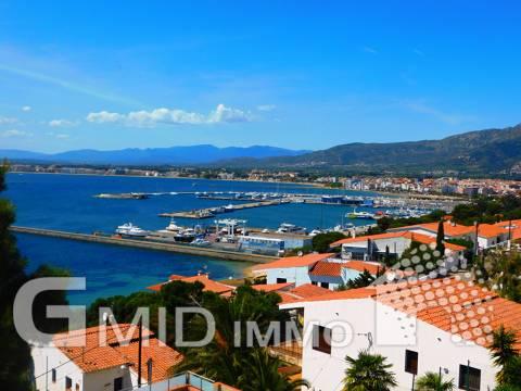 En venta casa duplex de 3 habitaciones con vistas fantasticas al mar Roses, Costa Brava