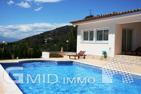 Superb villa in the residential area in Palau Saverdera
