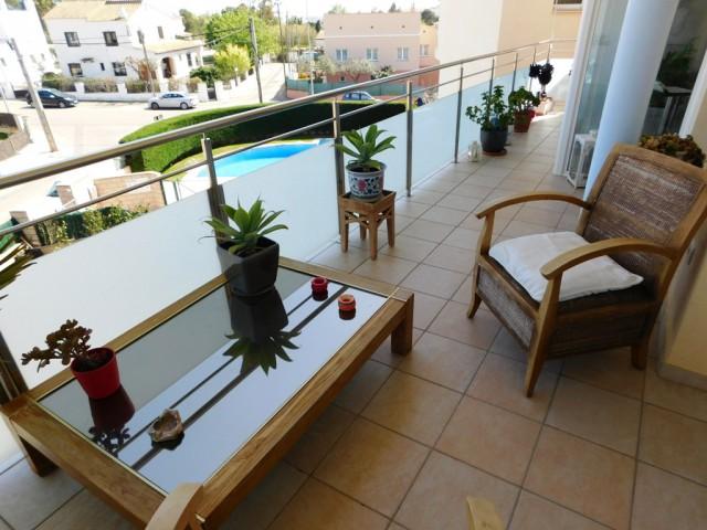 En venta Ático duplex totalmente renovado con piscina en Roses, Costa Brava